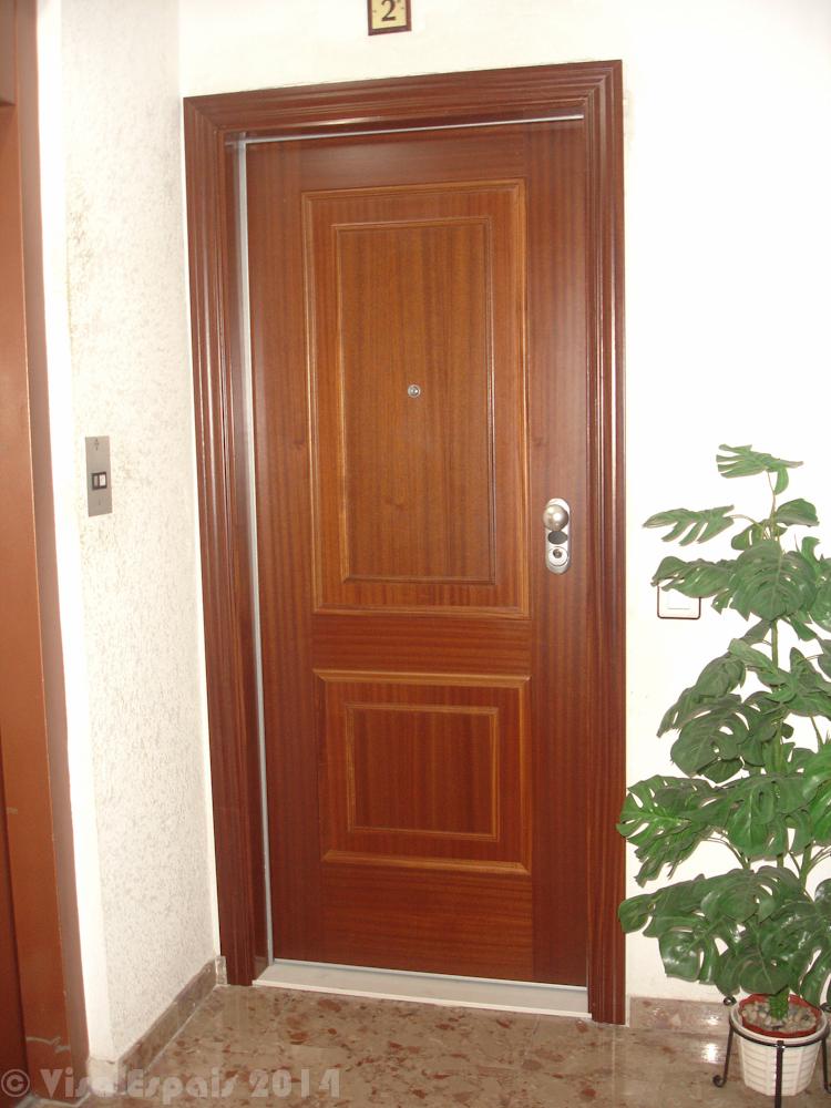 3 formas de que te roben en casa y c mo evitarlo vi sa for Marco puerta madera