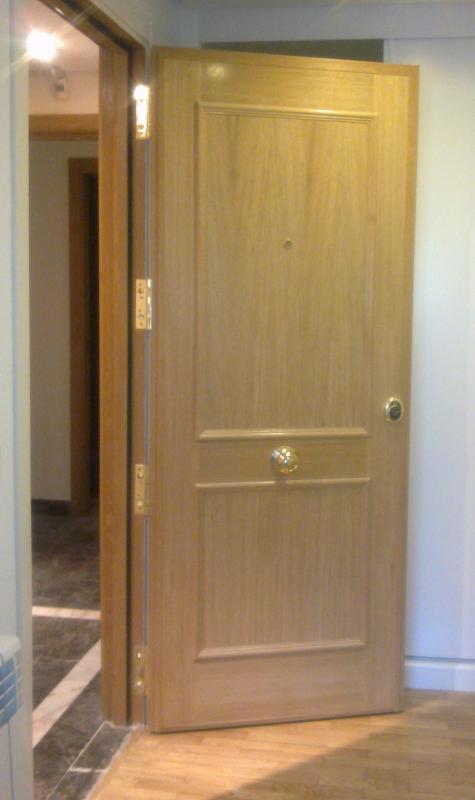 como abrir una puerta de metal sin hacer ruido