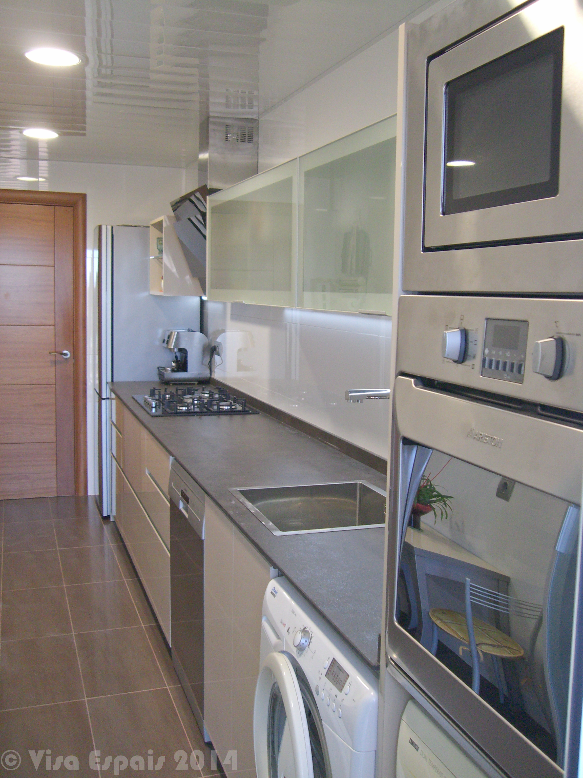 C mo crear un dise o atractivo en la reforma de una cocina for Cocinas angostas