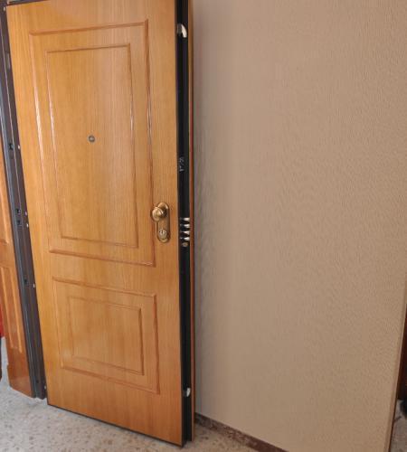 Precio puerta blindada exterior cheap cerradura elctrica for Ver puertas de interior y precios